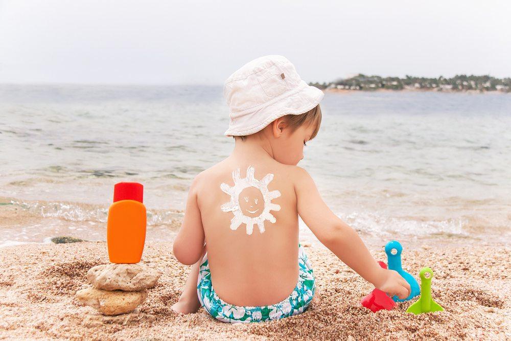 Éviter les coups de soleil chez les enfants
